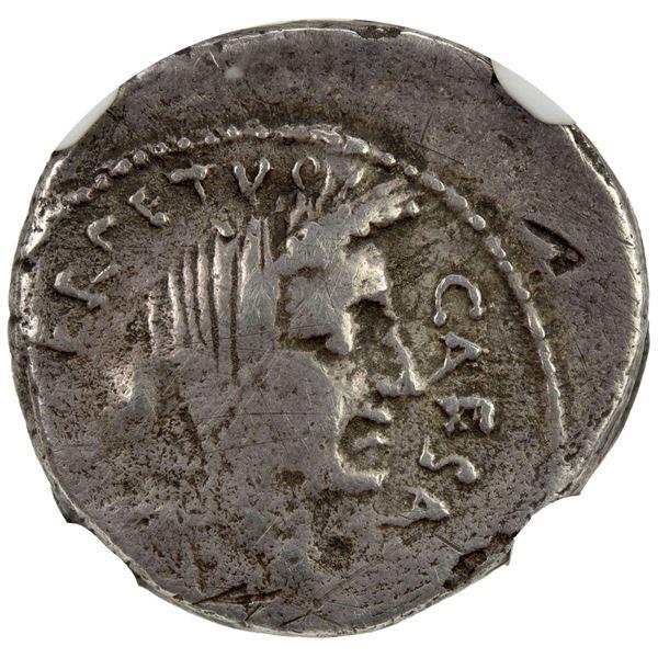 ROMAN IMPERATORIAL PERIOD: Julius Caesar, as dictator, 49-44 BC, AR denarius (3.69g), Rome, February