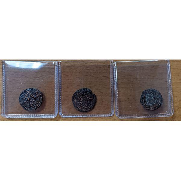 UMAYYAD: LOT of 3 copper fulus of al-Mansura