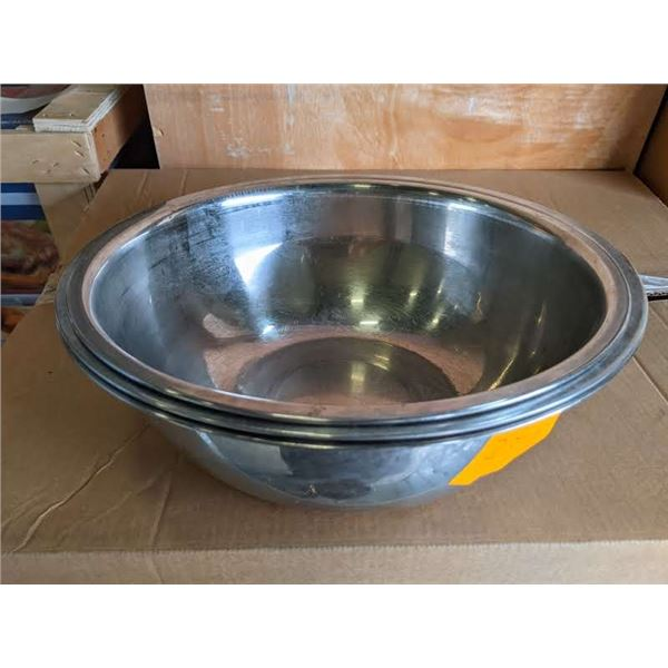 Group of 3 medium sized salad tossing/ mixing bowls (tape used for scaling, not included in lot)