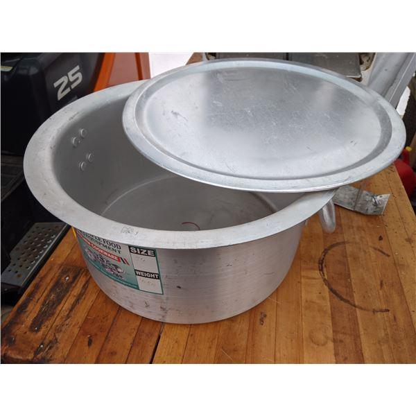 NEW Stainless steel heavy duty stock pot w/lid - Size 34