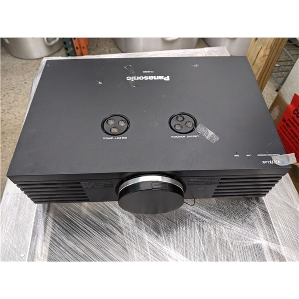 Panadonic Projector w/screen