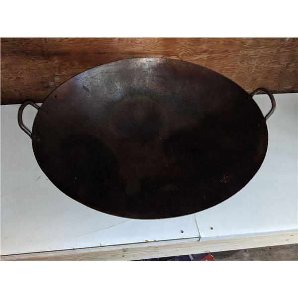 2 Large Woks