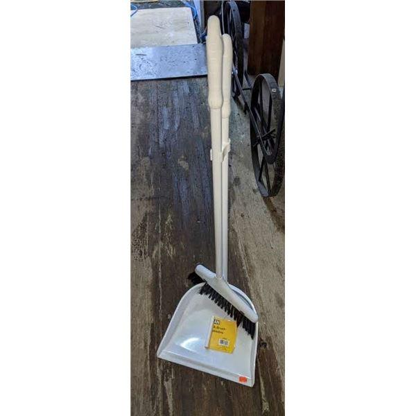 Small Broom w/dust pan
