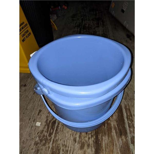 2 Plastic 19 litres buckets