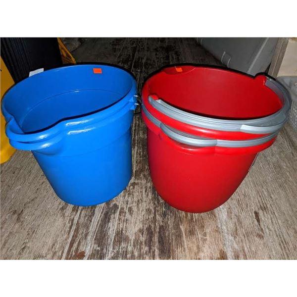 4 Plastic 9.5 litres buckets