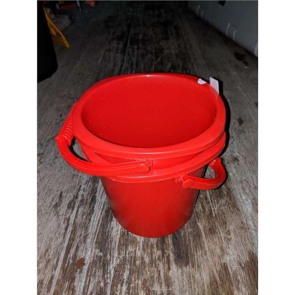 2 Plastic 5 litres buckets