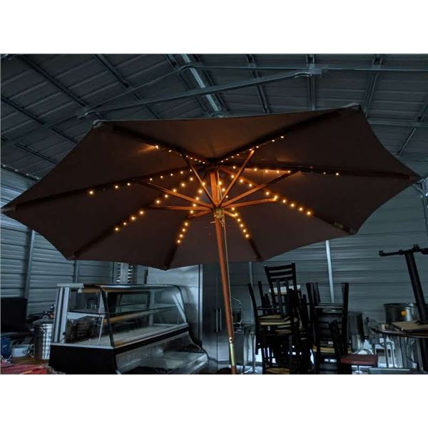 Brand New Restaurant Patio Umbrella w/lights (without base)
