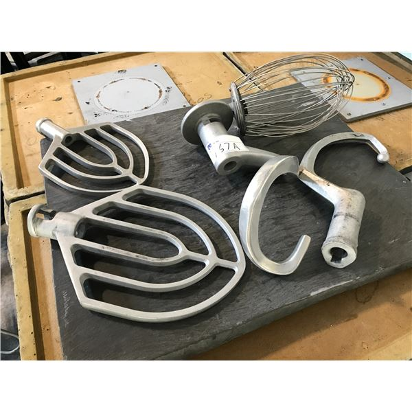LOT OF MIXER ATTACHMENTS INCLUDING DOUGH, WHISK AND PADDLE
