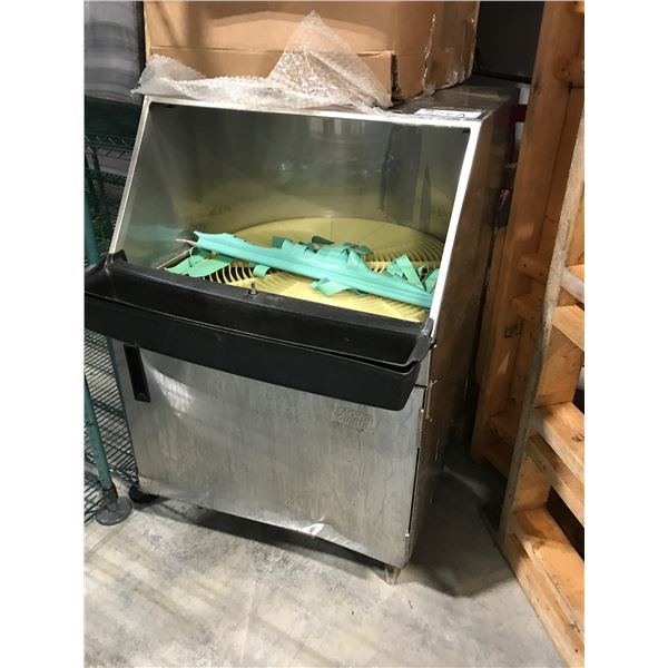 MOYER DIEBEL STAINLESS STEEL DISHWASHER FOR PARTS ONLY