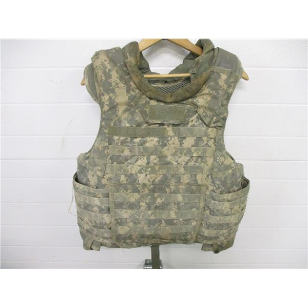 U.S. MILITARY UNIVERSAL CAMOUFLAGE PATTERN BODY ARMOUR