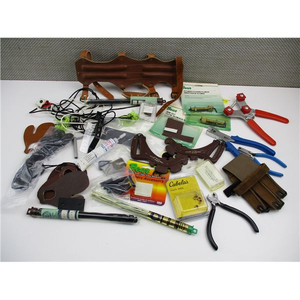 ASSORTED BOW HUNTING ACCESSORIES