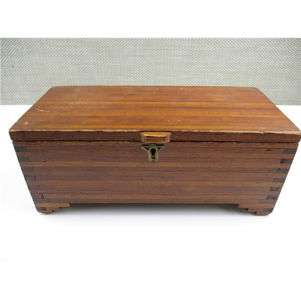 WOODED BOX WITH ASSORTED ACCESSORIES