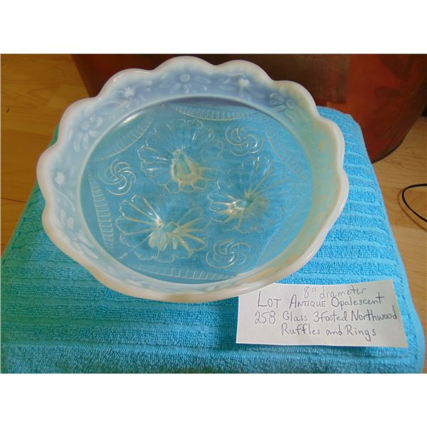 """8"""" ANTIQUE OPALESCENT 3 FOOTED NORTHWOOD RUFFLES AND RINGS DISH"""