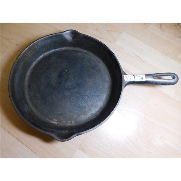 698 VINTAGE GSW NO. 9 CAST IRON FRYING PAN
