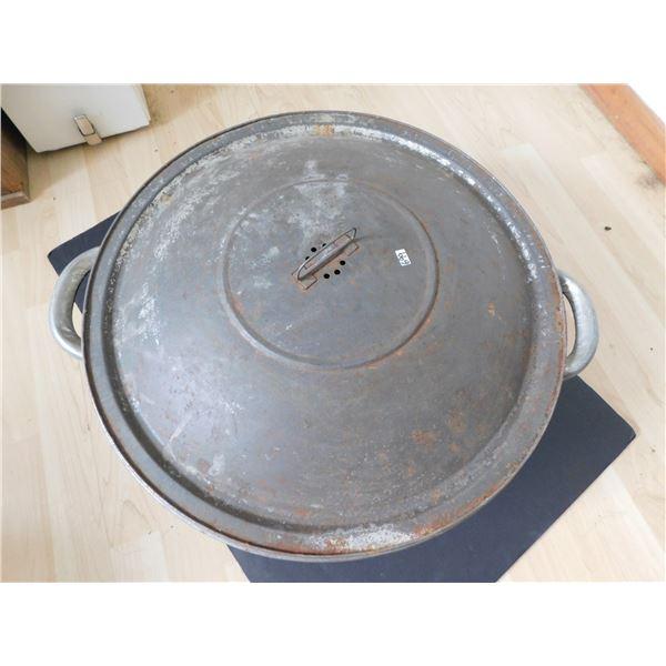 699 VINTAGE BREAD MAKING PAN FOR DISPLAY