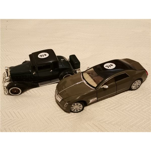 2 signature cars; 1:32 scale