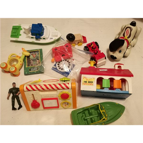 Toy lot with 2 boats