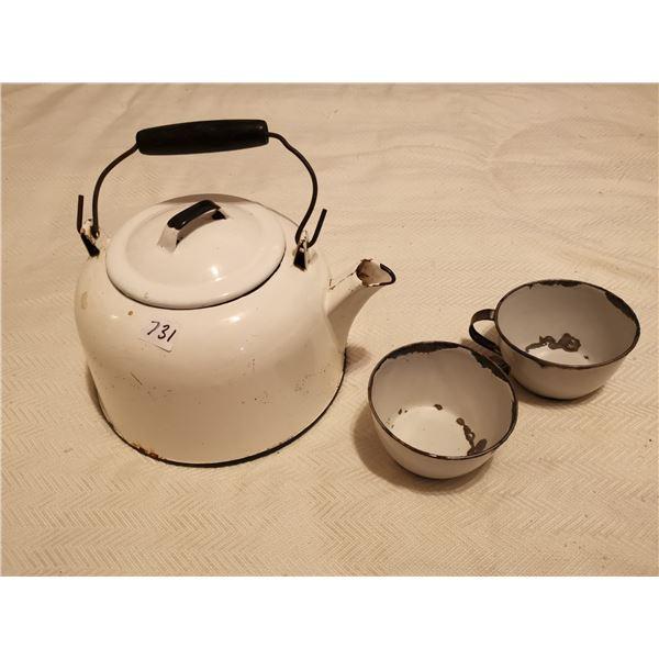 enamel kettle & 2 cups