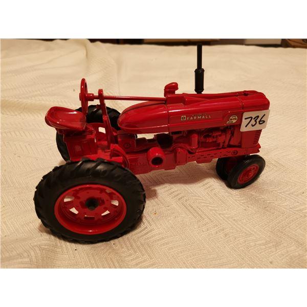 Farmall tractor 1:16 scale