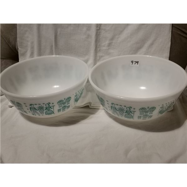 """Two Pyrex bowls, 8.75"""" Wide"""