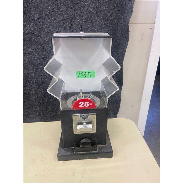 Candy machine 25¢ workis has 2 keys