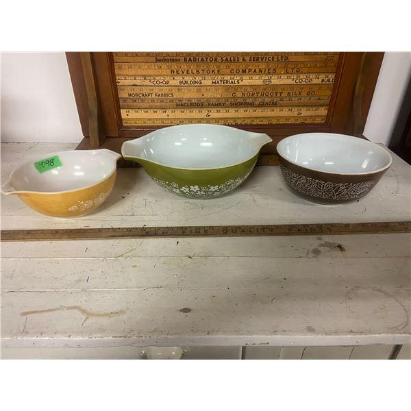 """3 Pyrex bowls 7.5"""", 8.5"""" & 10.5"""""""