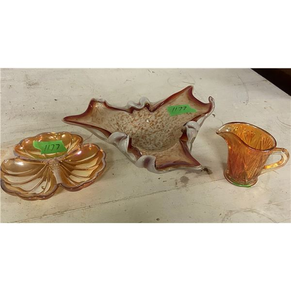 3 pieces glass 2 carnival and 1 art glass piece