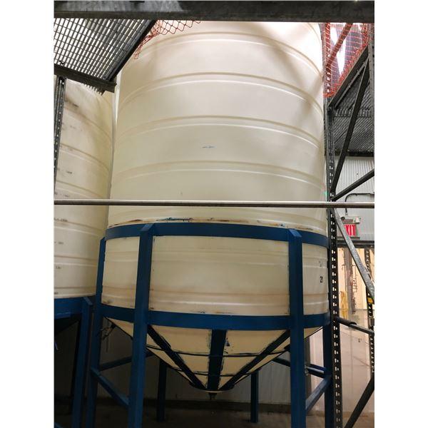 5000 GAL. PLASTIC WINE/STORAGE TANK WITH STAND