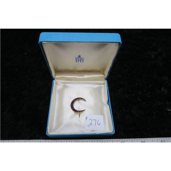 Crescent pin, made in Bohemia, gold metal and garnets, circa 1910
