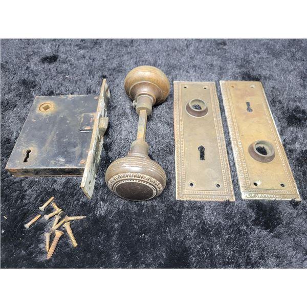 Vintage door handles, with plates and locking mechanism