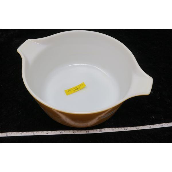 Pyrex 2.5 litre Casserole/lid, Butterfly gold pattern, 1979-81