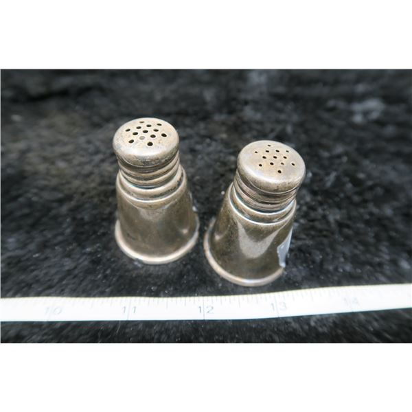 International Sterling Silver pepper shakers (2) in total 35.8 grams