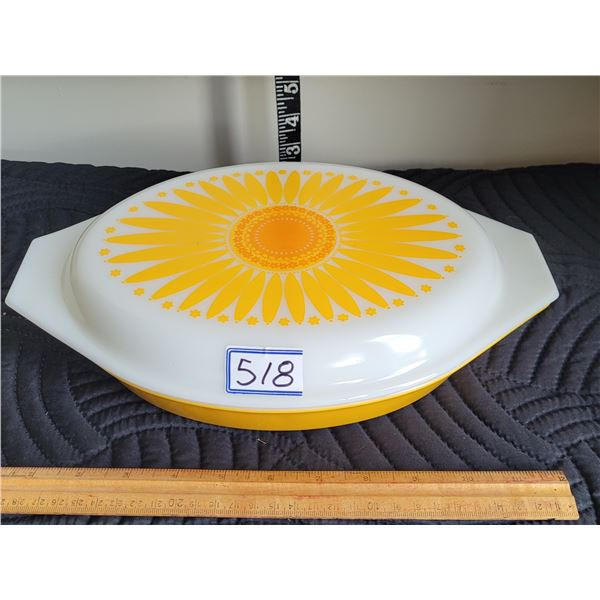 Vintage pyrex 1969-'73 promotional DAISY divided dish.