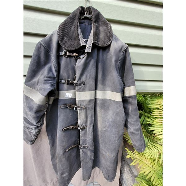Chiefton fireman coat size 44 no helmet.