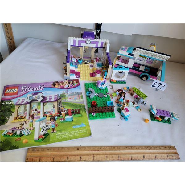 Lego Friends 41124 set, instruction book plus lego news bus.