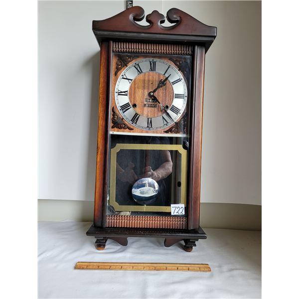 1975 Sabre 31 day windup pendulum clock. Chimes 1/2 hr. & hour.