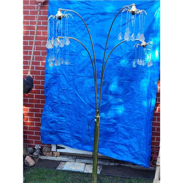Arm arched floor lamp. 4 chandelier style lamps, gold color