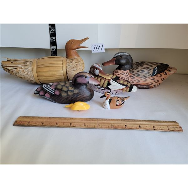Duck collection. Lg. Wood & reed duck, 3 wood, 2 plastic.