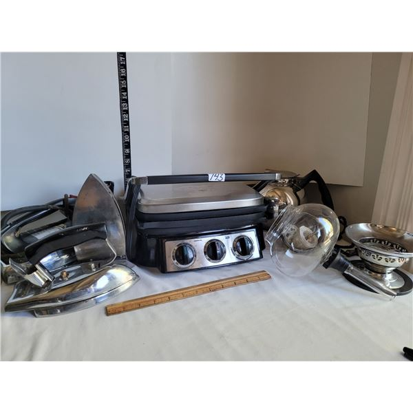 Presidents Choice Grill, working- not timer. Vintage Irons & parts for vintage Silex coffee maker.