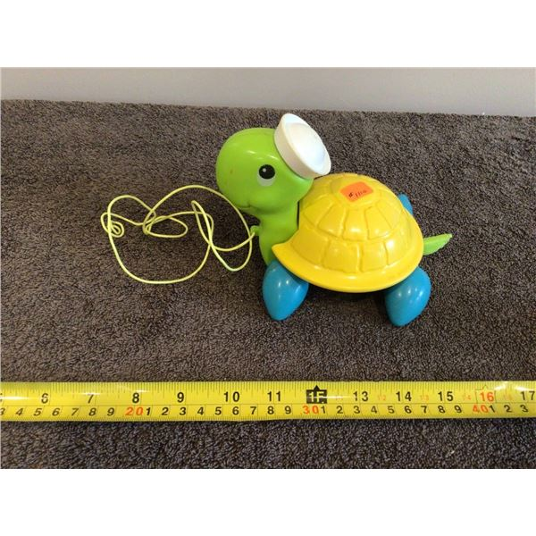 Vintage Fisher Price 1977 pull along turtle #644, Quaker Oats Company