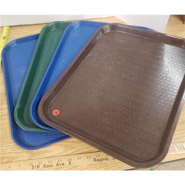 4x Plastic Serving Trays
