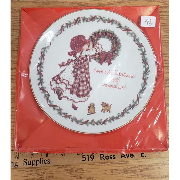 Holly hobbie Christmas plate 1981 unopened Hobby(tear in plastic seal)