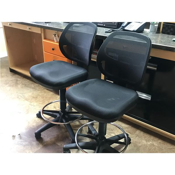 2 X COUNTER HEIGHT BLACK MESH BACK OFFICE CHAIRS