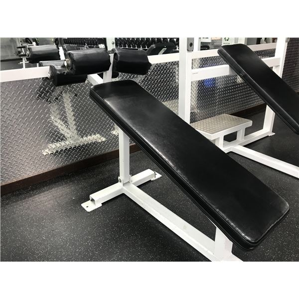 INCLINE SITUP BENCH (NOTE DAMAGED)
