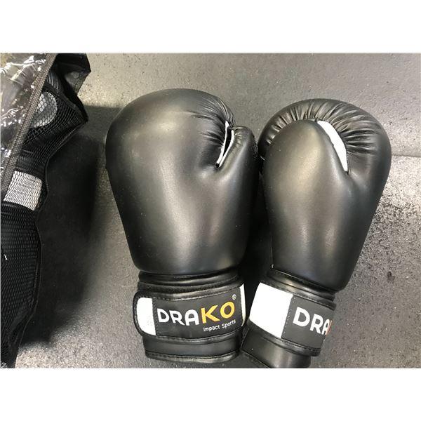 PAIR OF DRAKO 10OZ BOXING GLOVES X 2