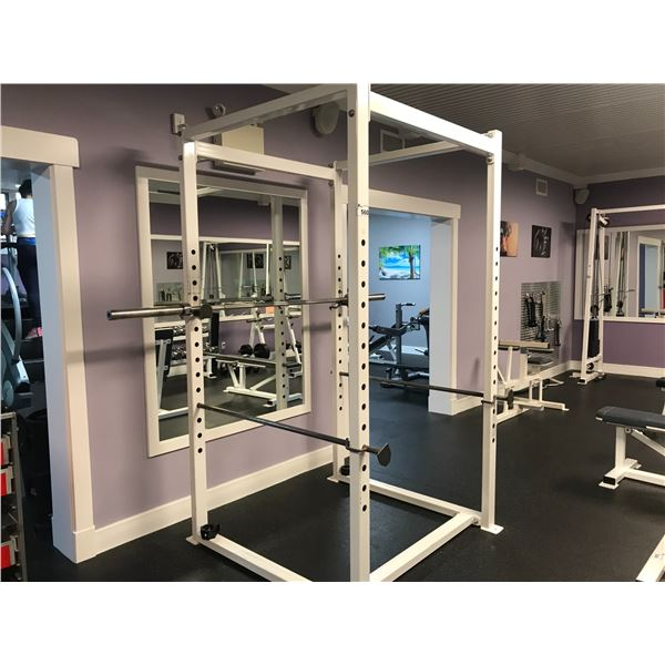 WEIGHT TRAINING STATION WITH PRO BAR