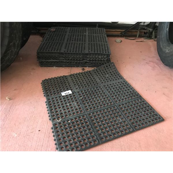 STACK OF APPROX 15 INTERLOCKING RUBBER FATIGUE MATS (APPROX  135 SQ FEET