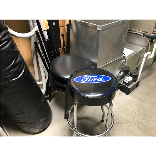 4 STACKING CHAIRS & A FORD STOOL