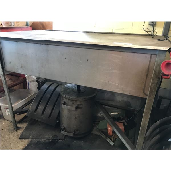 """PARTS CLEANING BENCH 52"""" X 28"""" WITH SOLVENT CATCHER"""