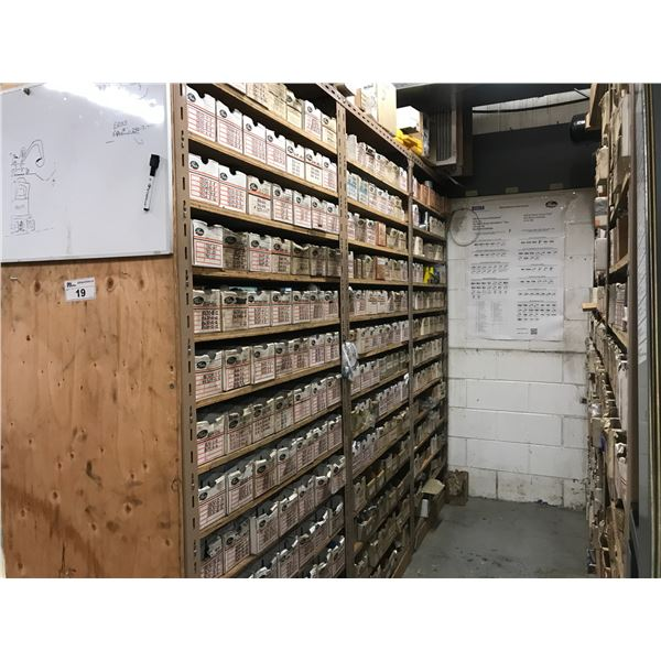 VERY LARGE INVENTORY OF GATES HYDRAULIC FITTINGS (BOTH SIDES OF RACKING PLUS RACKING 9' X 2' X
